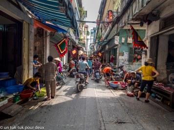 Sur la rue de notre hôtel à Hanoï