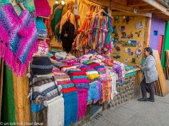 Kiosque de vêtements en tricot de laine de lama ou d'alpaga